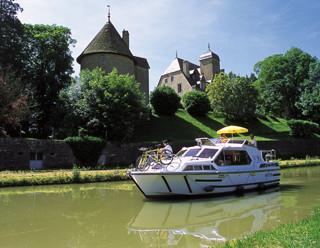 Croisière en bateau sur le canal du nivernais