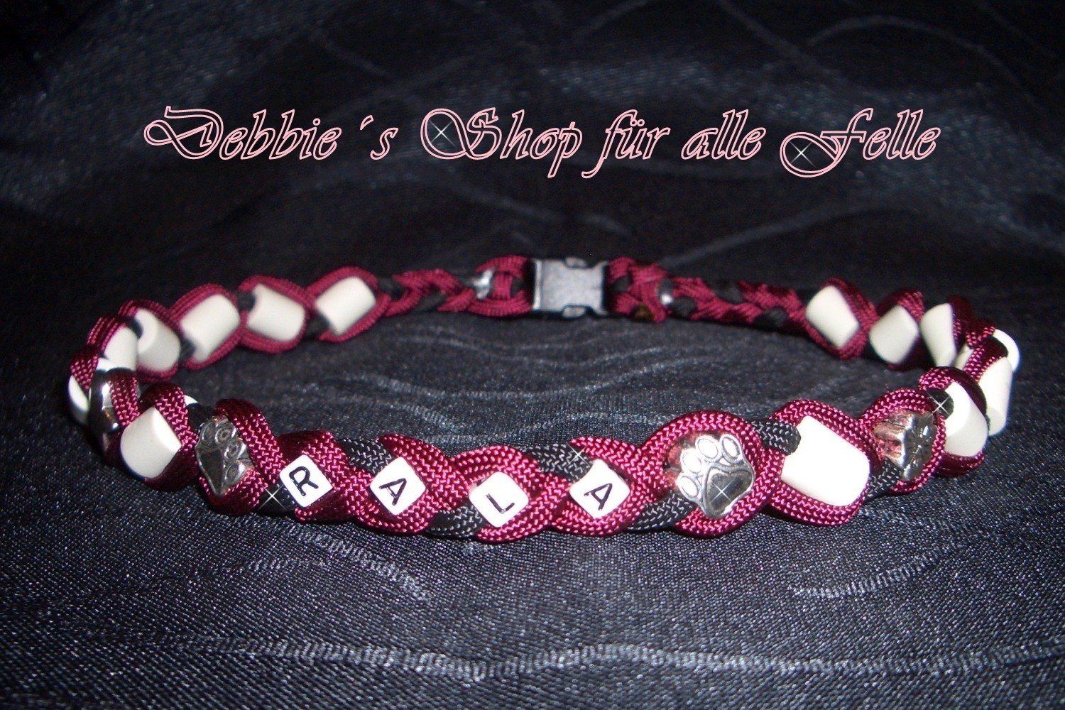 burgundy / black zzgl. Namen & Beads