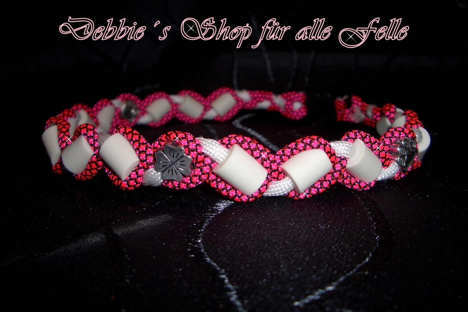 neonpink diamonds / white mit Beads