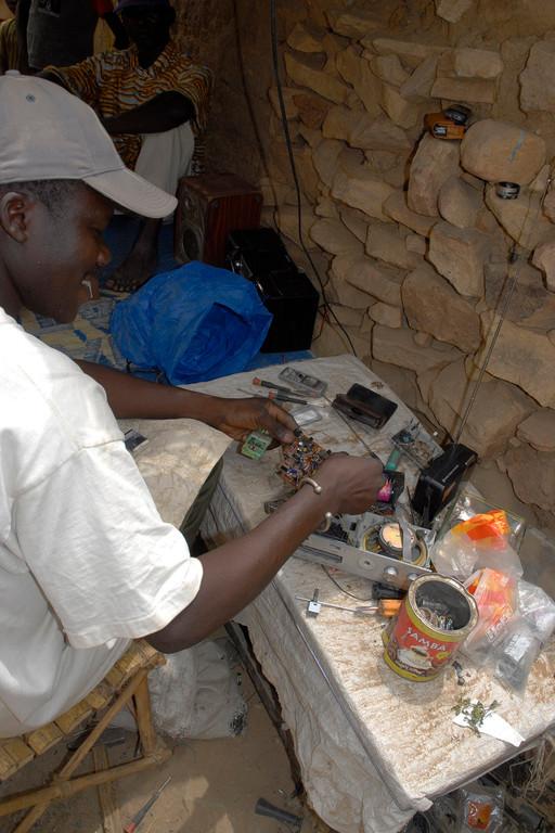 Le spécialiste en réparation et bricolage pour téléphone portable et autres matériels éléctronique.