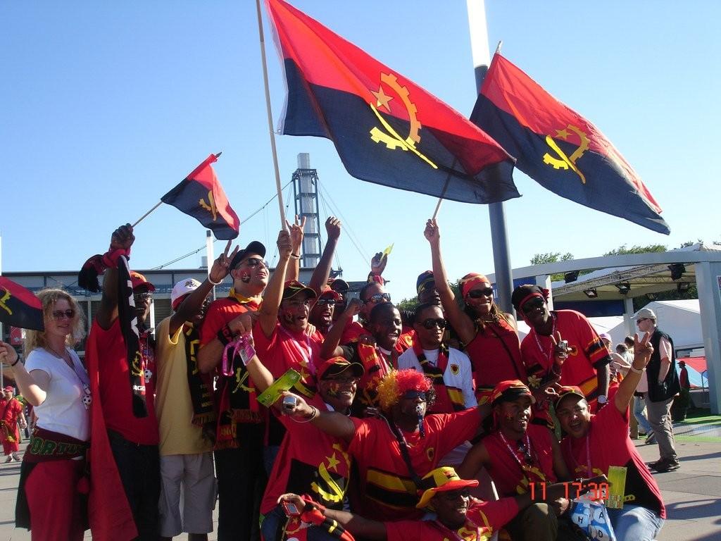 Футбольные болельщики Анголы