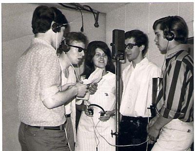 In meiner Schülerband 'The Ghostriders' drückte ich von 1963 - bis 1967 die Tasten.
