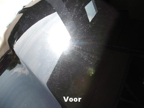 In het zonlicht zijn veel fijne waskrasjes swirls zichtbaar, een soort spinnenweb van krasjes | A1 Car Cleaning