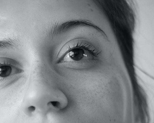 Wat zijn de voor- en nadelen van een bril of contactlenzen?