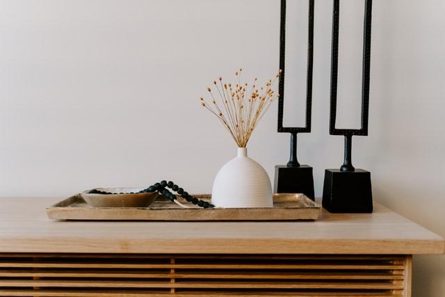 Tips voor het inrichten van een bruine woonkamer