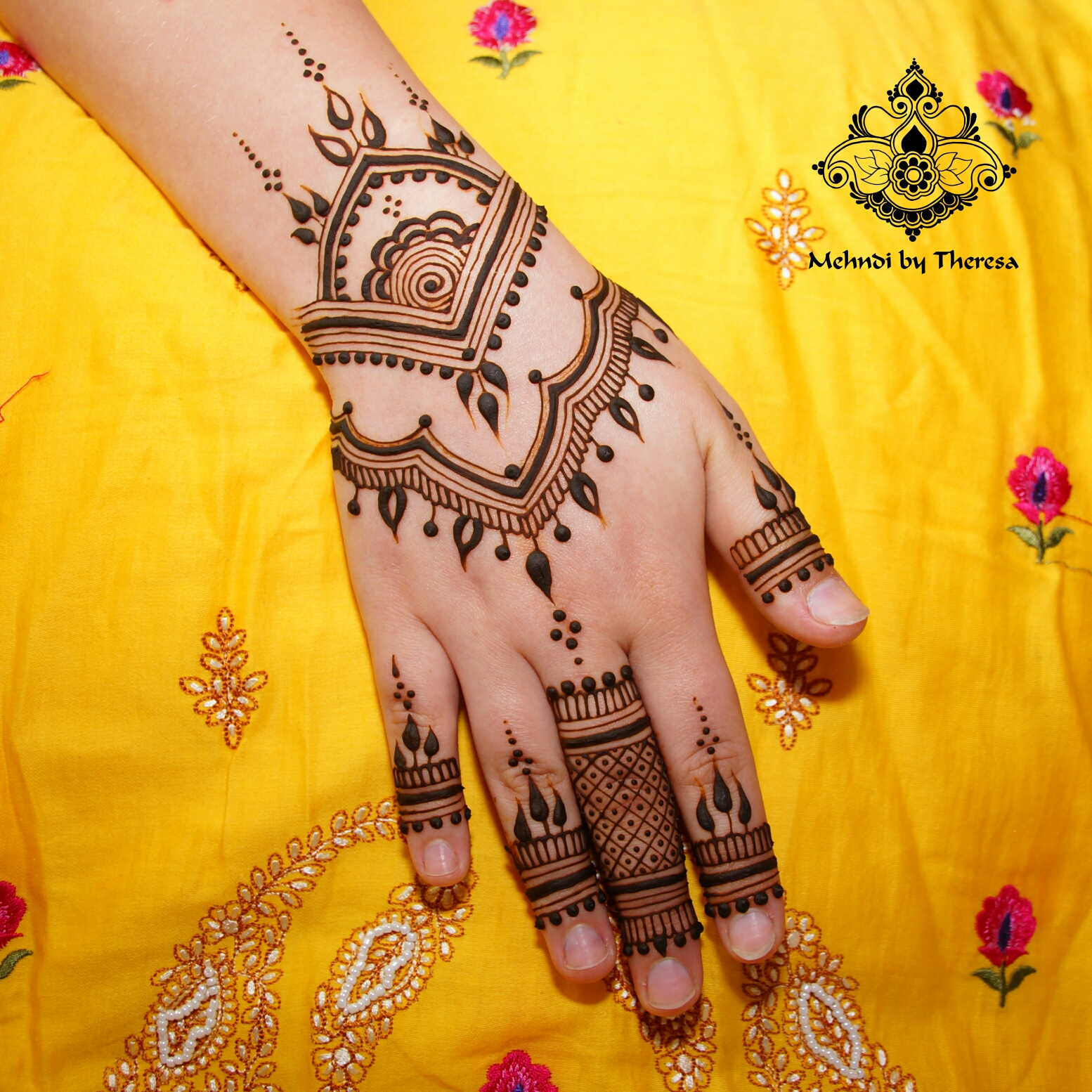 Photo: Mehndi by Theresa