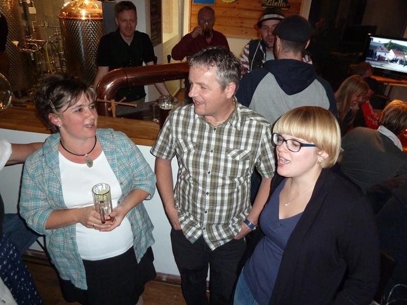 Sandra, Norbert und Eva singen einen
