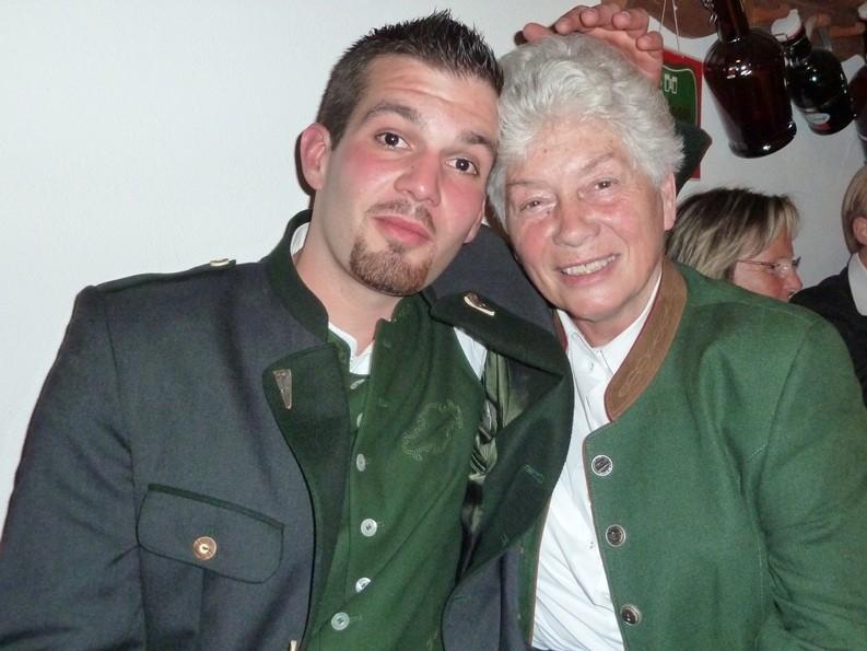 Stefan mit Großmutter Elli