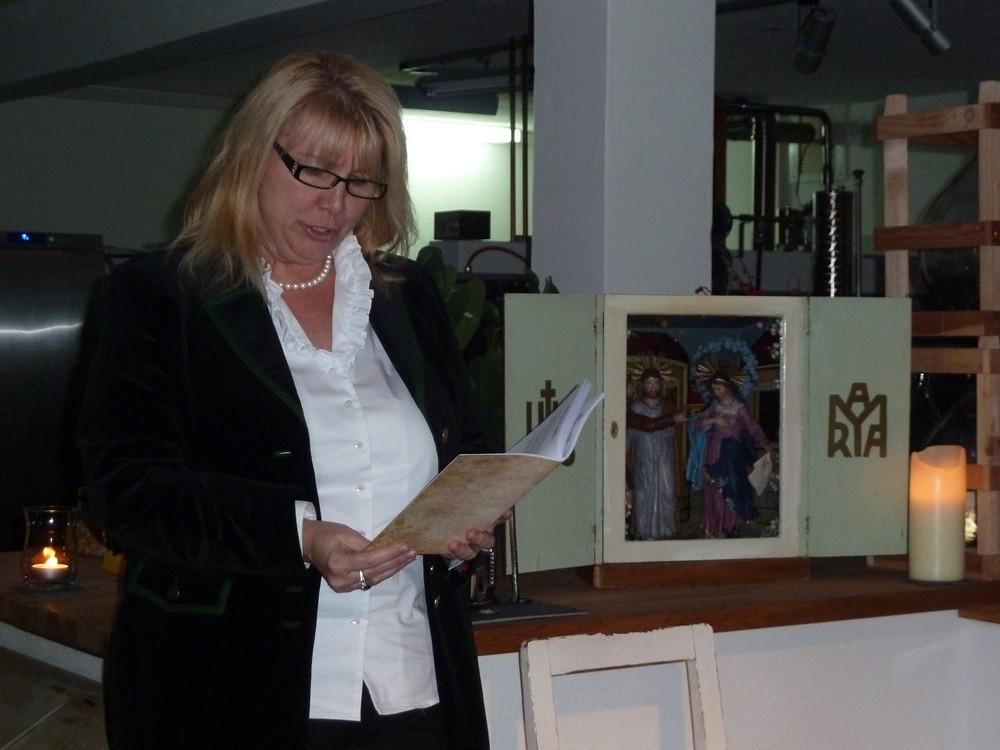 Petra Loitzl liest Gedichte ihres Vaters