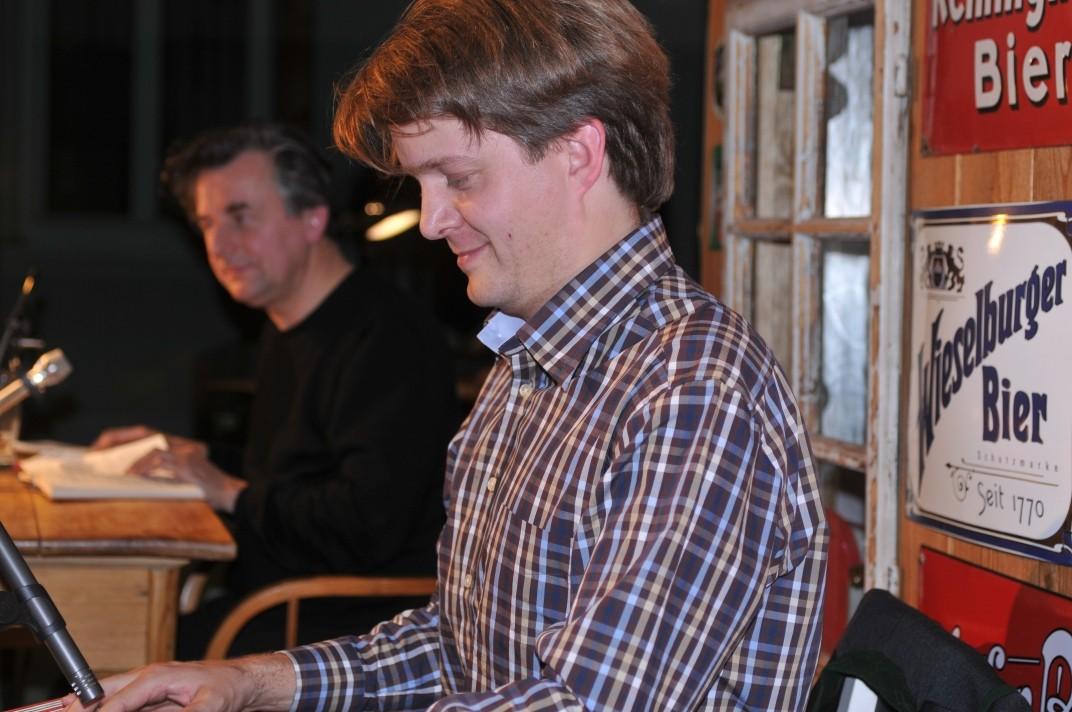 Werner Rohrer an der groovenden Zither