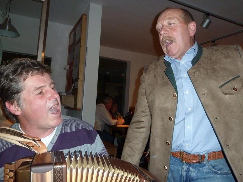auch Luis singt mit