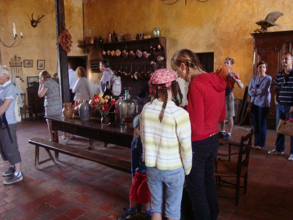 Schloss Cormatin - PAZ und Naomi besichtigen das Innere