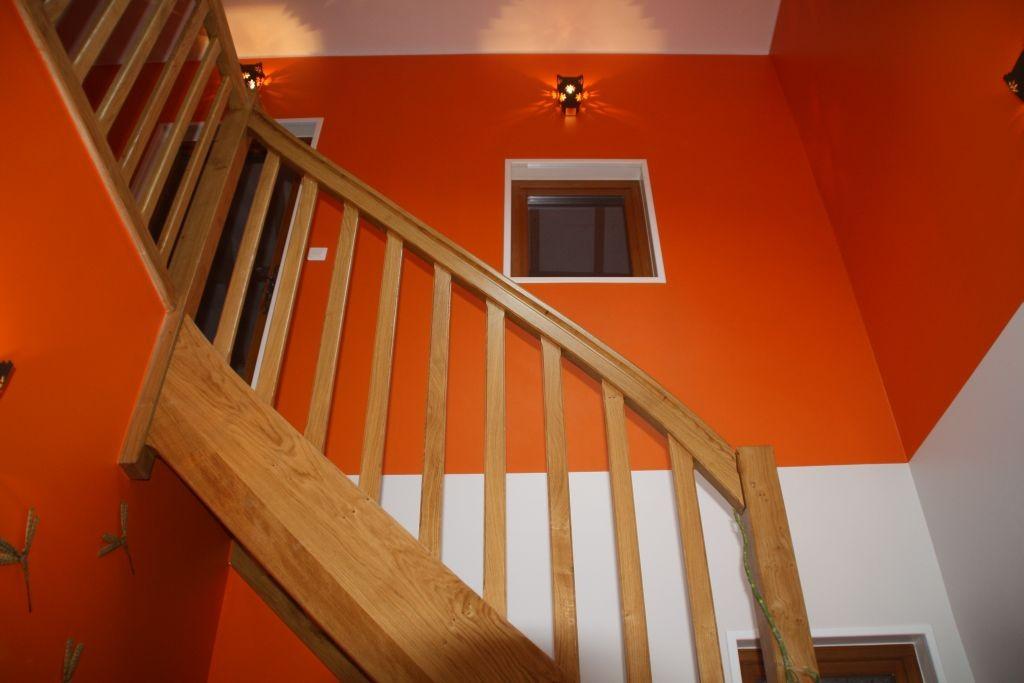 Das Treppenhaus ist fertig gestrichen