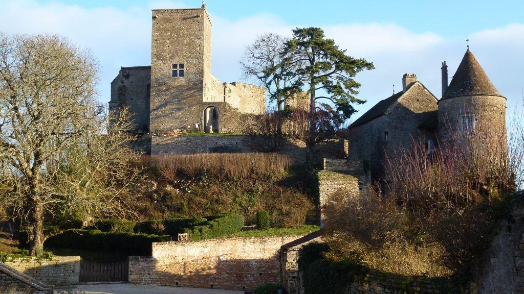 Blick auf die Burg von Brancion