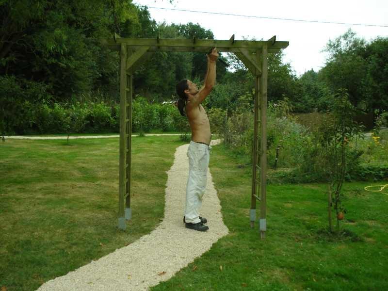 ... beim Umsetzen des Gartentors