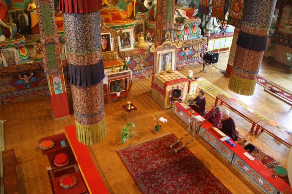 Besuch im buddhistischen Tempel La Boulaye - Gebetstrompeten im Einsatz