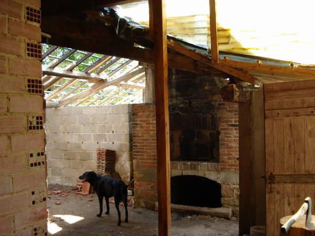 Beim Abriss des alten Stalles bekommt derr Backofen endlich wieder einmal Tageslicht zu sehen