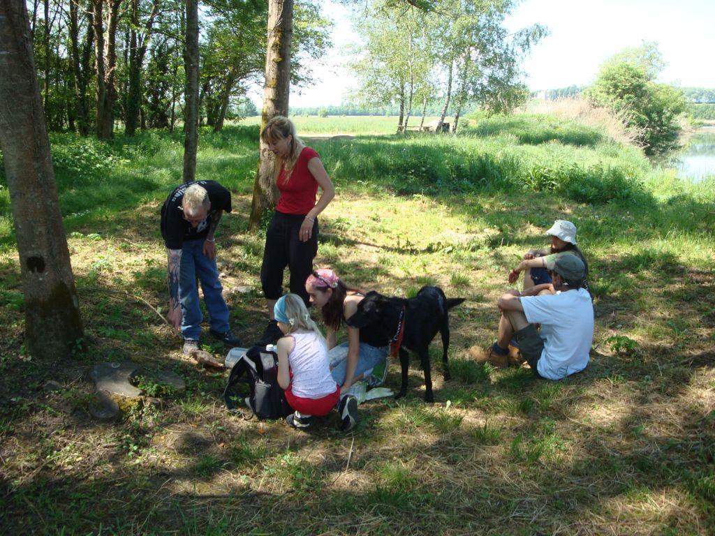 Spazier an der Seille - prompt setzen wir uns beim Picknick in die Ameisen