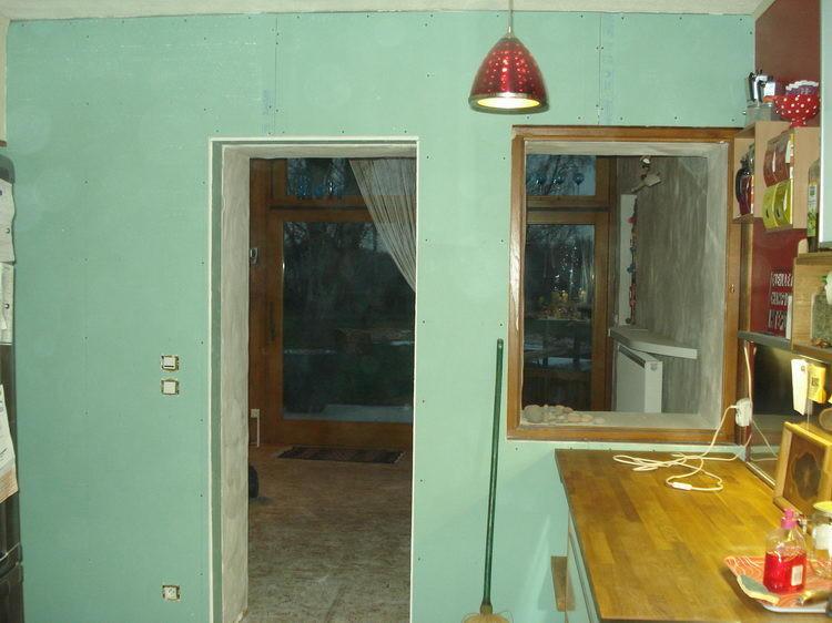 ... die Küchenwand auf dieser Seite wird neu gemacht