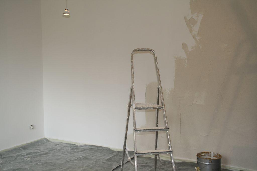 Der Salon bekommt einen neuen Verputz