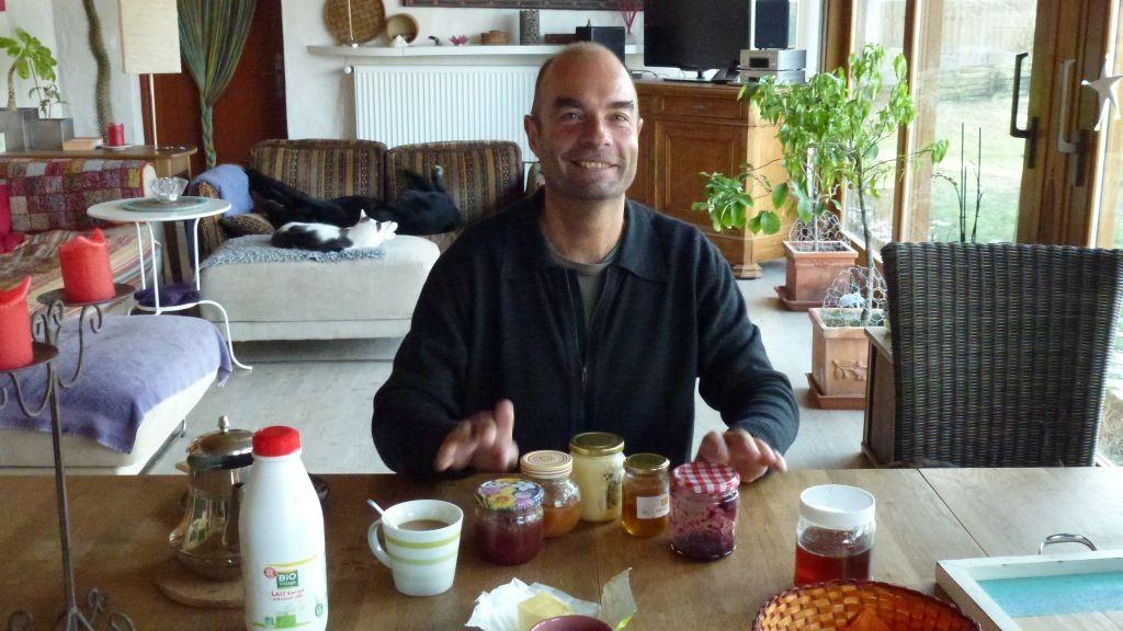 Boris - ein Schulkamerad aus Steinhausen kommt zu Besuch und gibt ein Trommelständchen