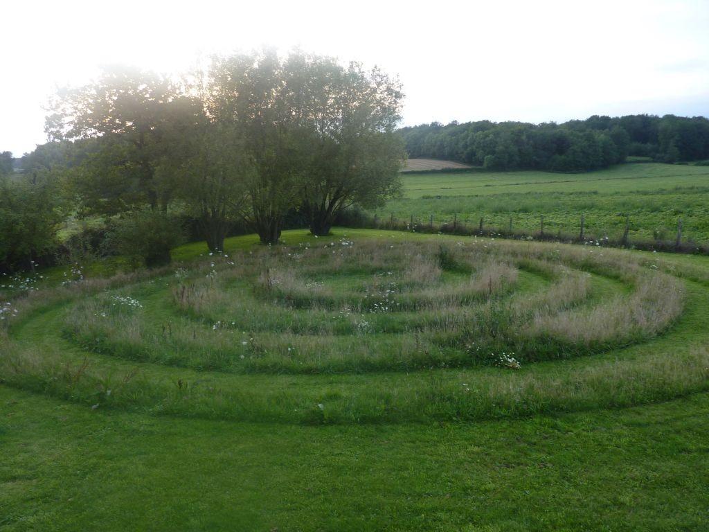 Die Spirale im nordwestlichen Teil des Gartens (hinter dem Teich)