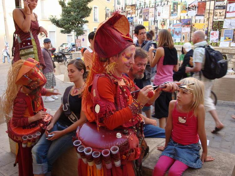 Zora wir geschminkt, am Fest Chalon-dans-les-rues