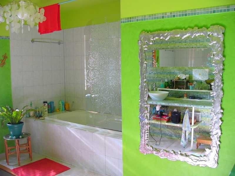 Das Badezimmer bekommt einen schönen Spiegel