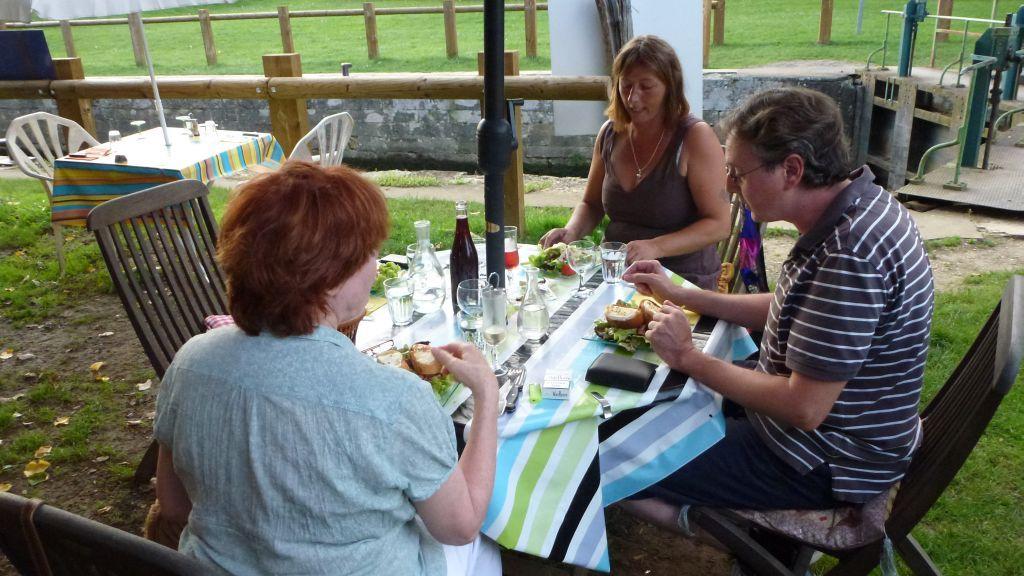 Mit Wali, Ruth und Jean-Paul im Schleusenrestaurant
