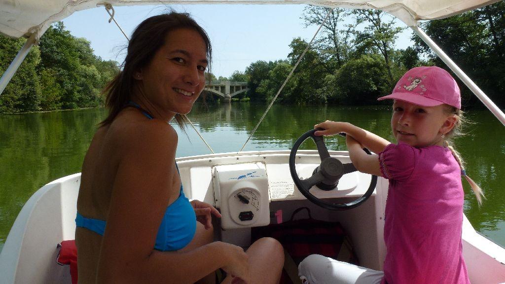 Auf einem Elektroboot auf der Seille