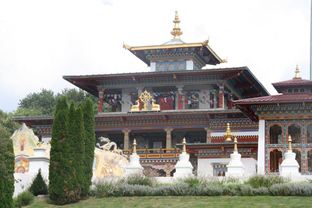 Besuch im buddhistischen Tempel La Boulaye