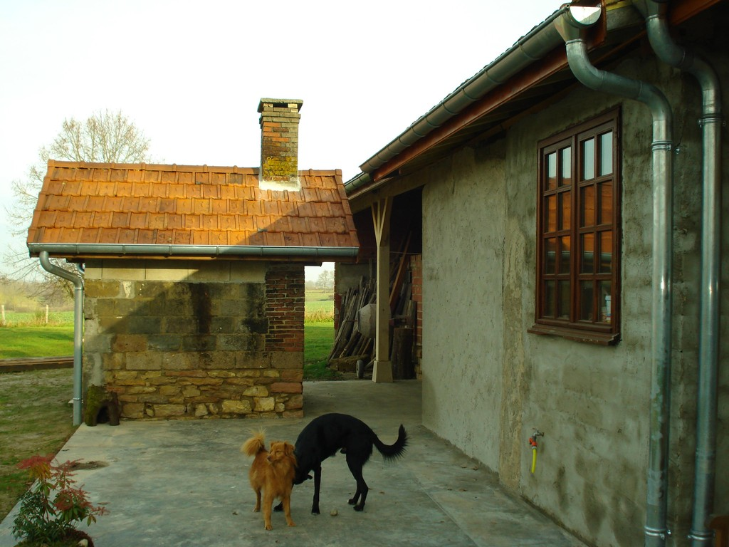 Das Backhaus und die Terrasse sind ebenfalls rechtzeitig fertig geworden
