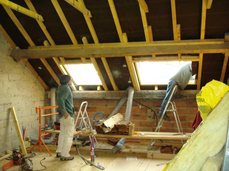 Es werden insgesamt 6 Velux ins Dach eingesetzt