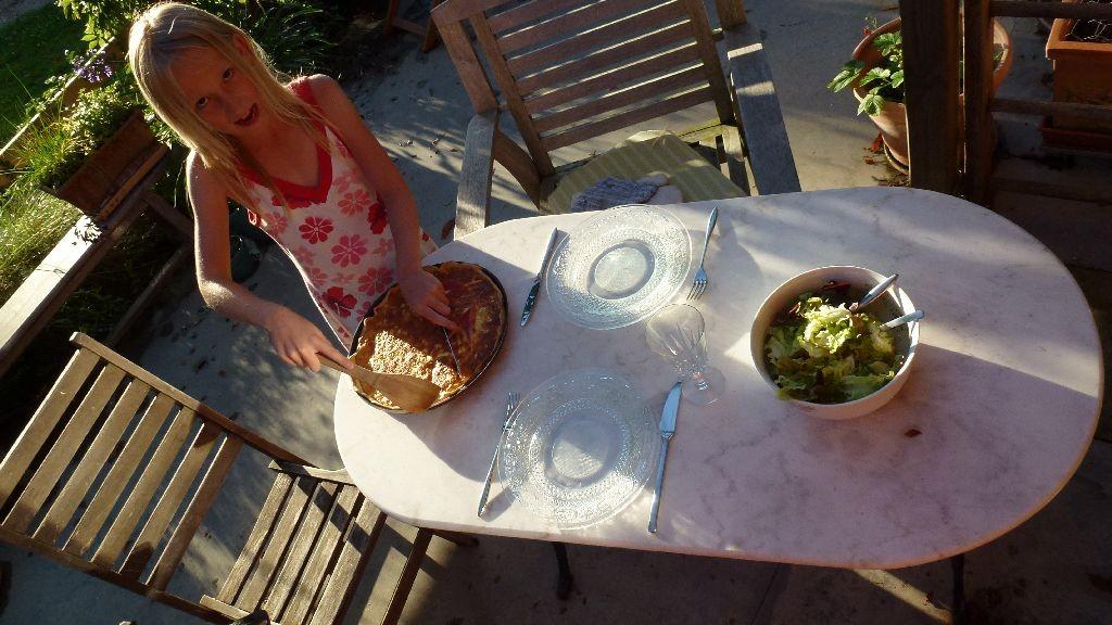 Leckeres Mittagessen - draussen auf der Terrasse