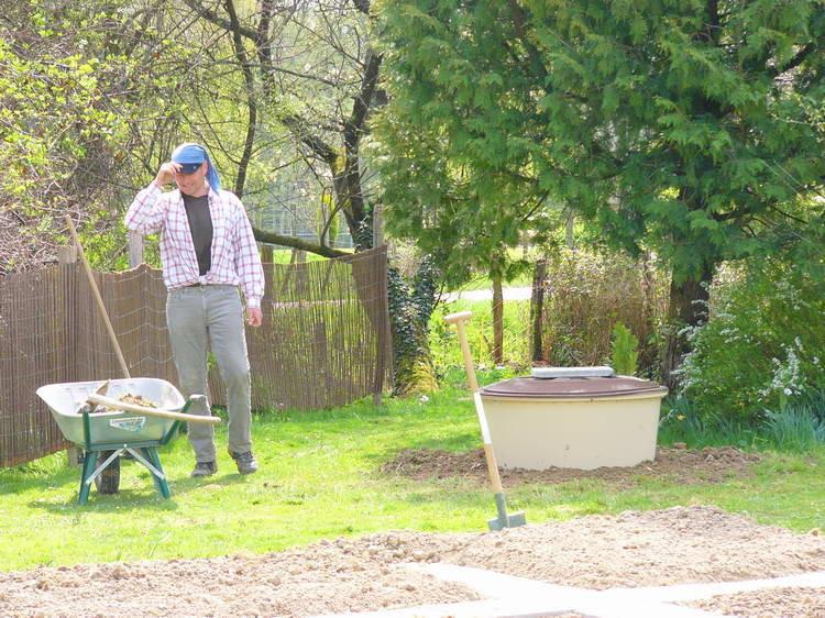 Marcel buddelt mir auch das Wasserreservoir ein ...