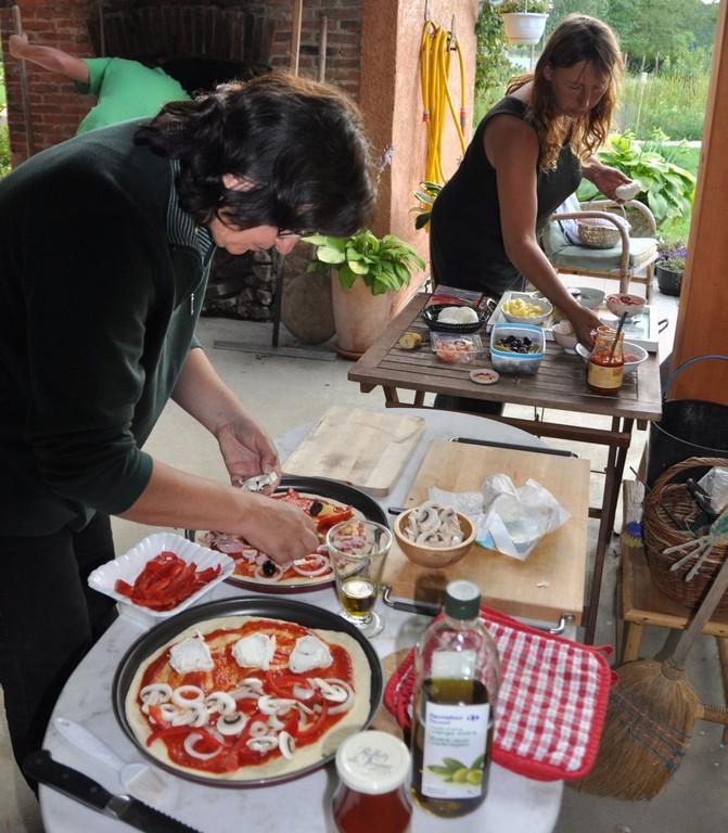 Pizzaessen für die Gäste Katrhin & Co.