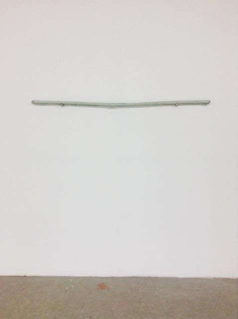 glattes gleiten möglich, Ausstellungsansicht Rundgang Mainz,  gefärbtes Wachs, verzinkte Halterungen, 2014