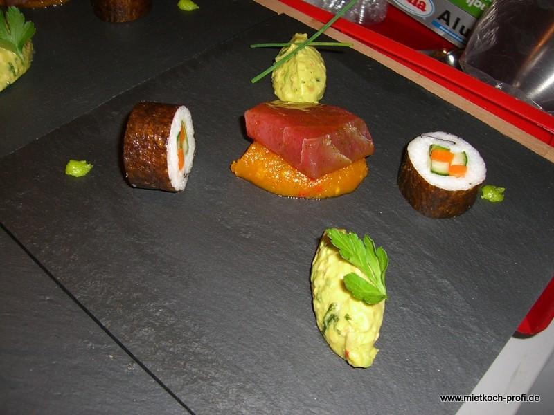 Sushi, Thunfisch, Kürbischutney und Avocado