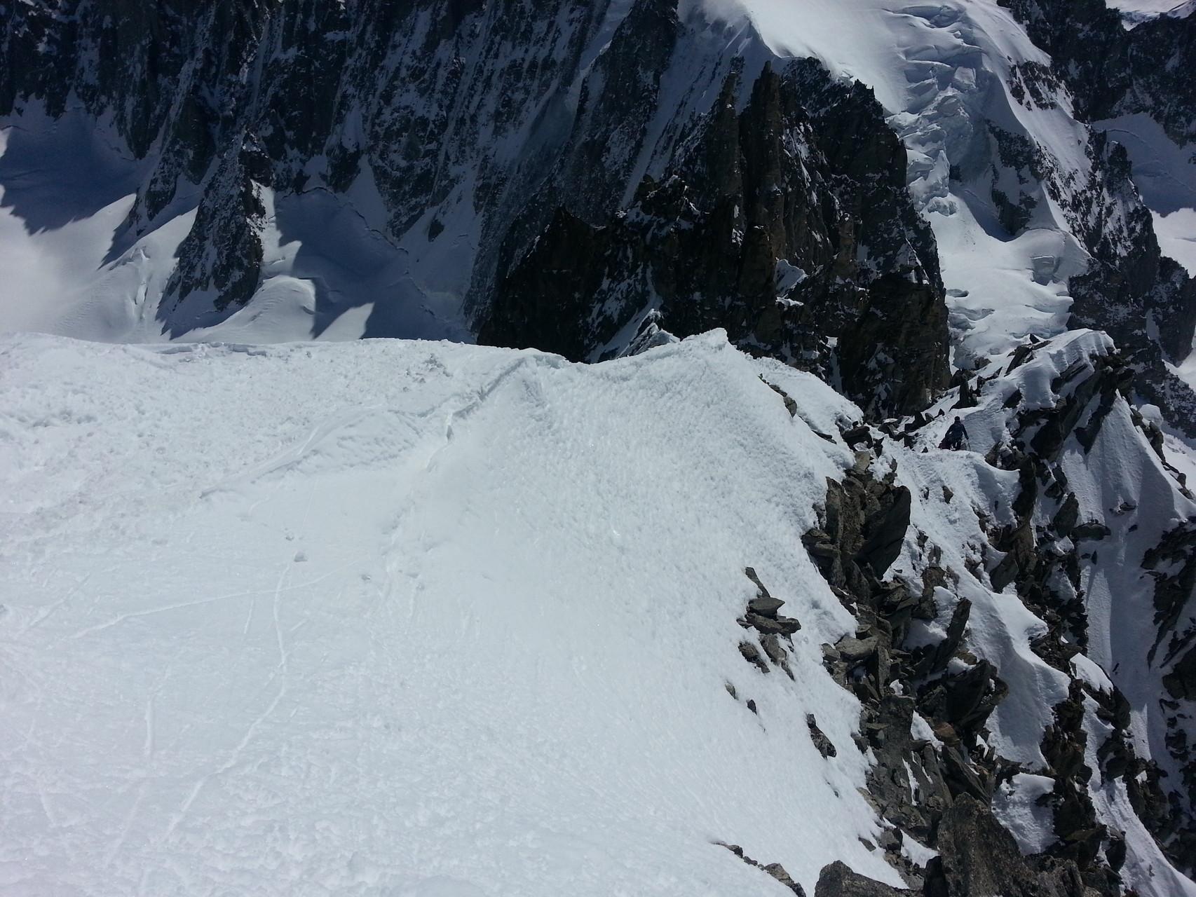Zuerst der Abstieg über den Grat, dann durch die Nordostflanke