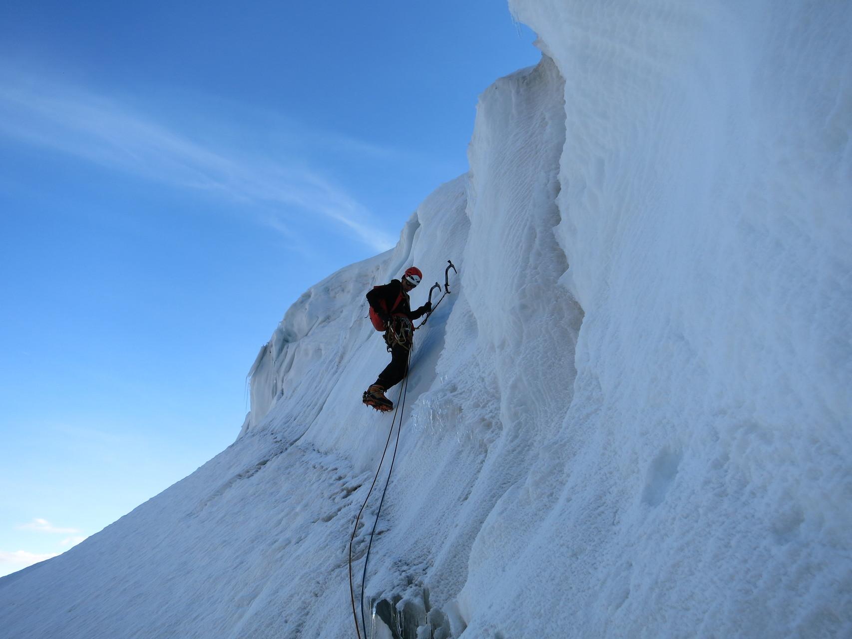 Der erste Steilaufschwung im Gletscherbereich. Chillout Eisklettern