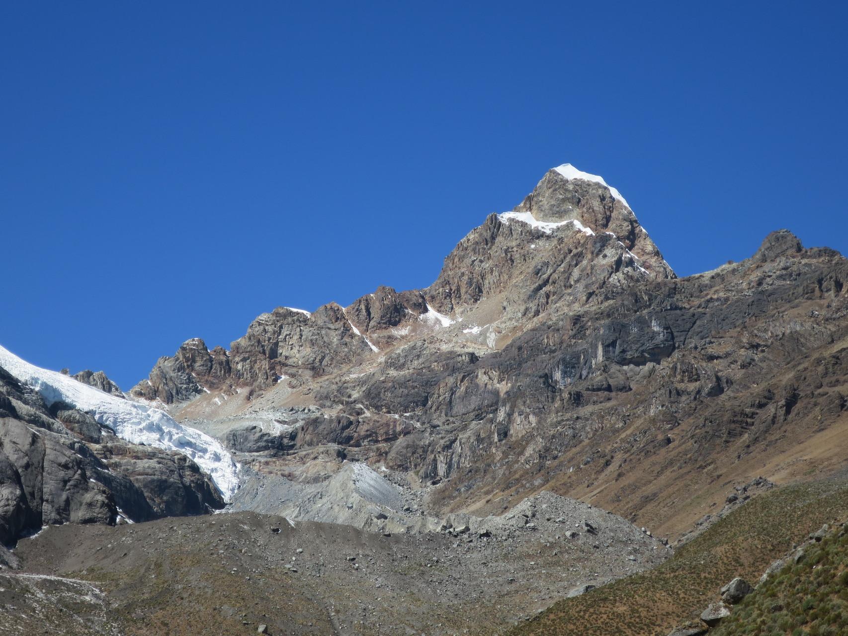 Der Tsacra Chico Norte 5513m mit dem Ostgrat