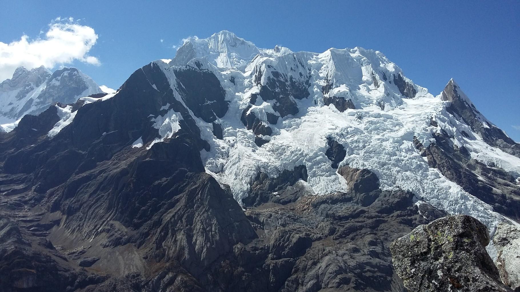 Die Kette mit dem Nevado Rasac 6017m