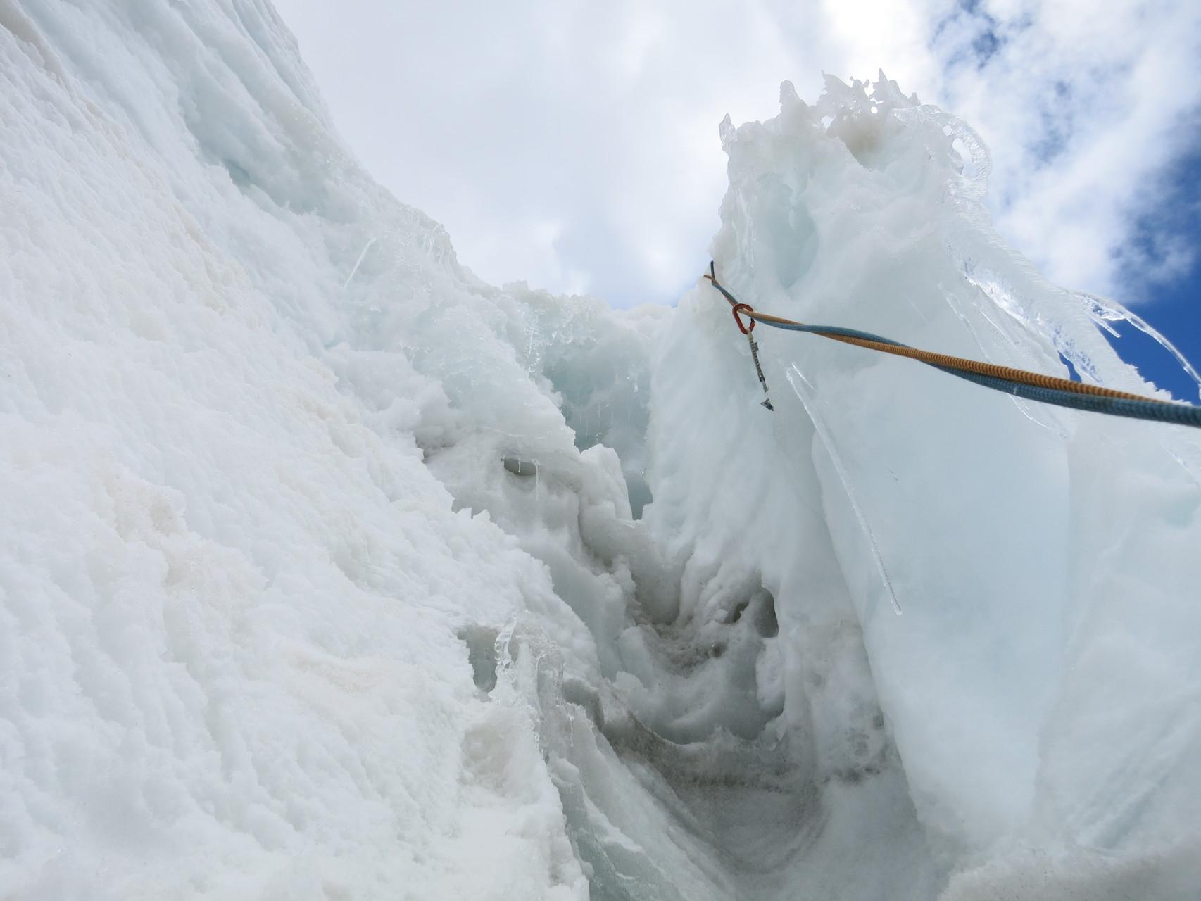 Cooler Eis-Schluss, Damian fotografierte dies während dem klettern
