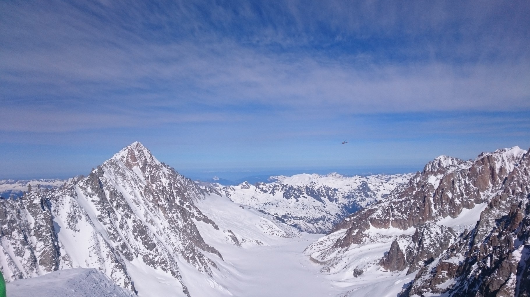 Blick ins Argentière Bassin, wo ich letzten Mittwoch die Courtes Nordwand solo kletterte