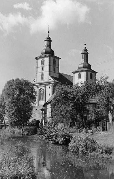Katholische und evangelische Pfarrkirchen