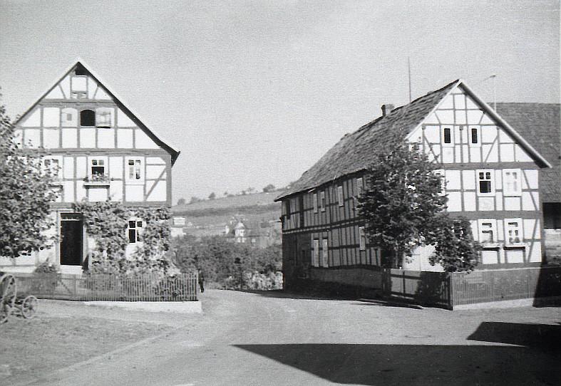Stadtstraße - links Maul, rechts Bäza