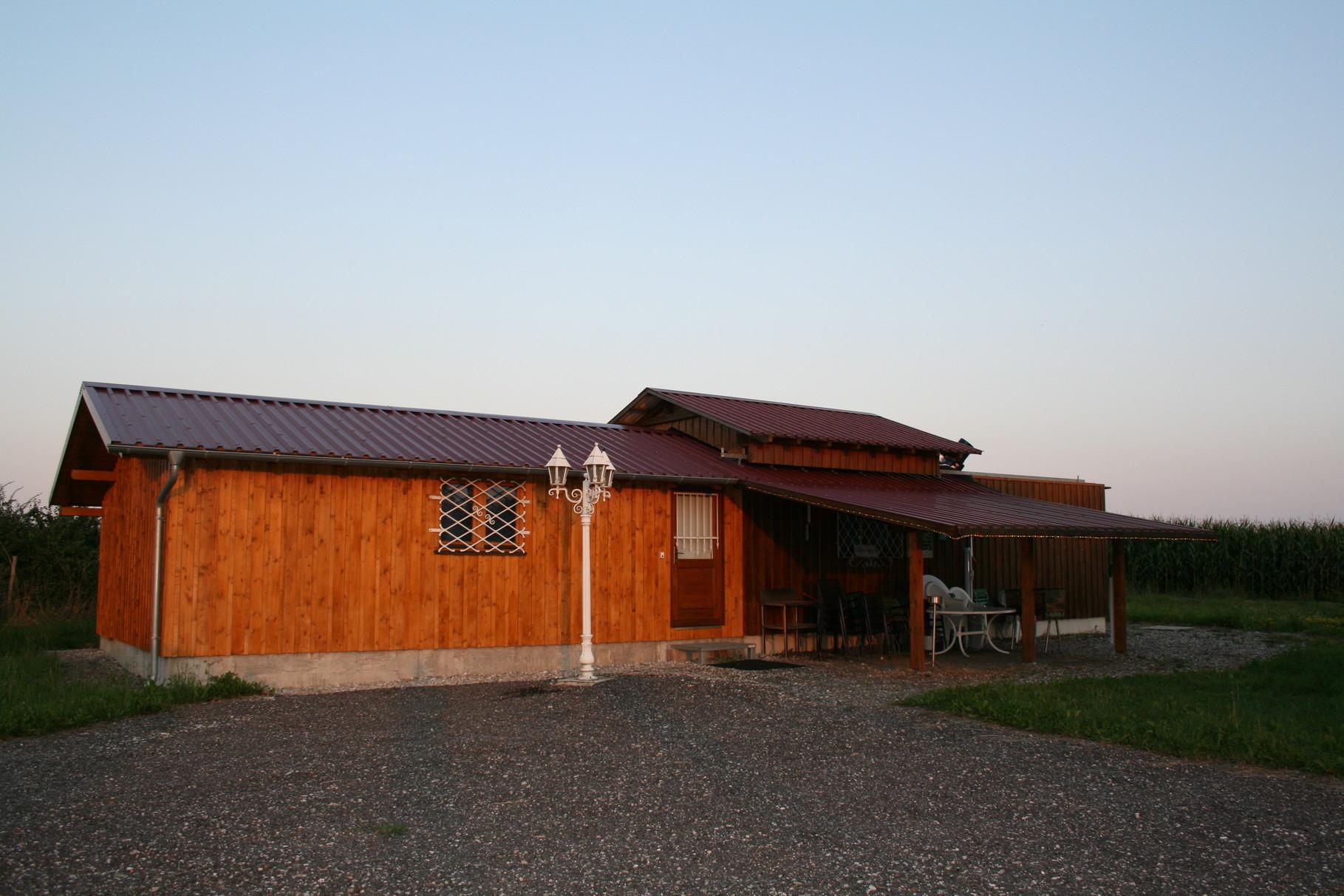 Sternwarte mit Neuanbau und seitlichem Vordach