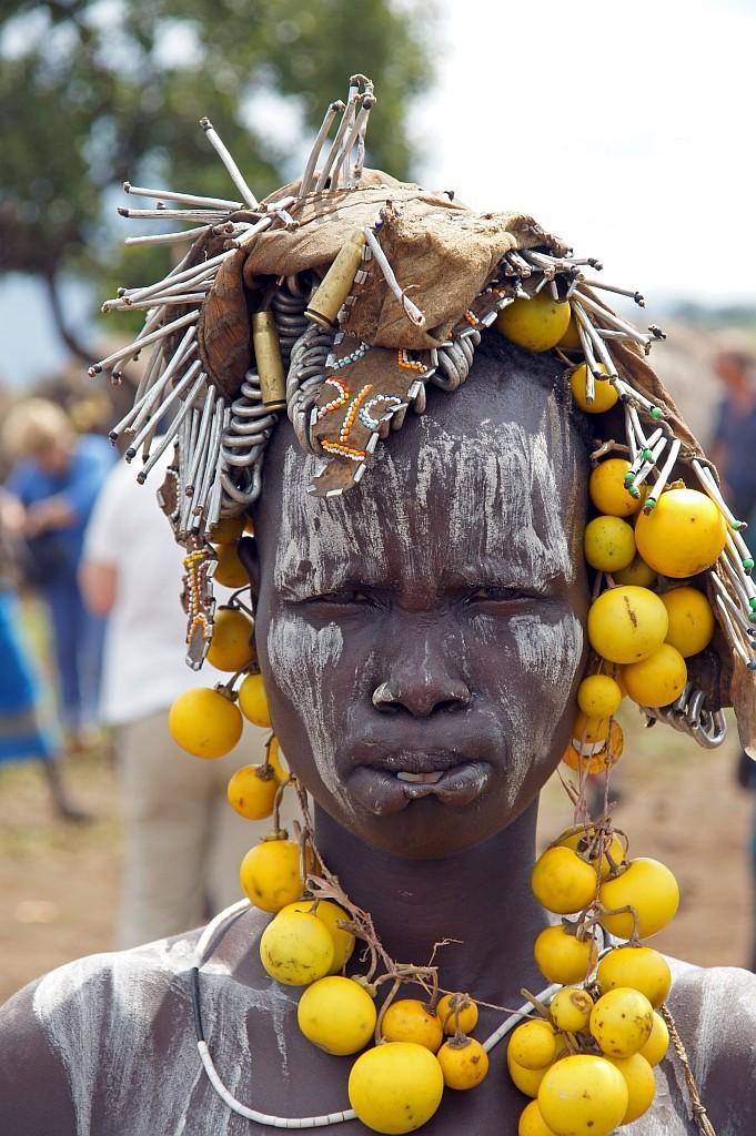 MURSI Frau geschmückt