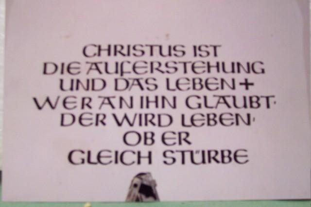 Inschriftreste im Turm - Eingangsbereich - nachher