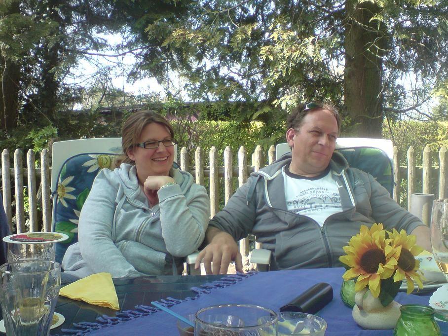 Nadine und Billy - über dem Tisch..
